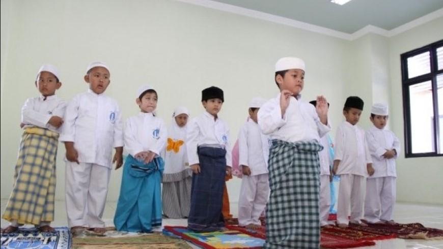 Tips Menyuruh Anak Shalat