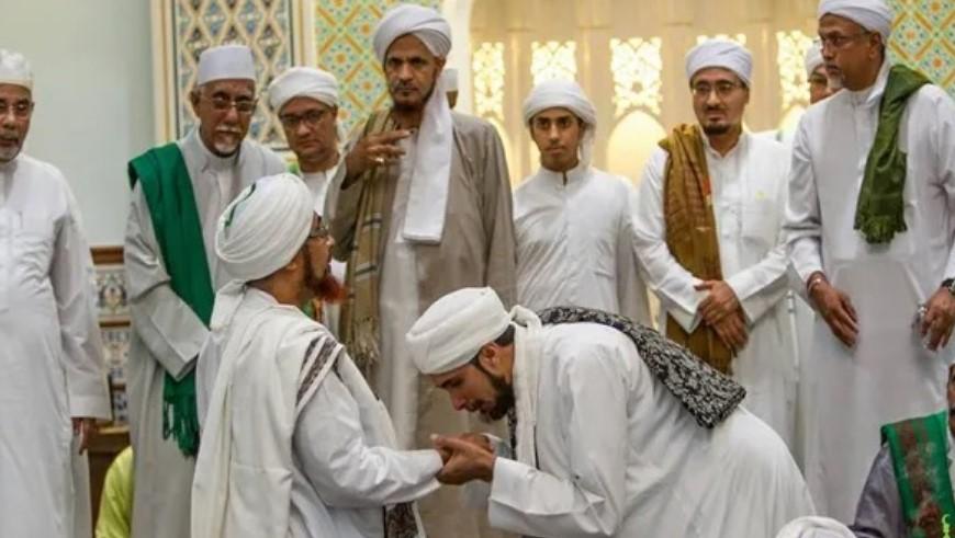 Mencintai Keluarga Nabi ﷺ dengan Wajar